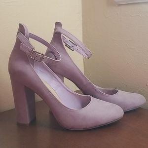 "Shoedazzle ""Ulyssa"" lavender chunky heels"